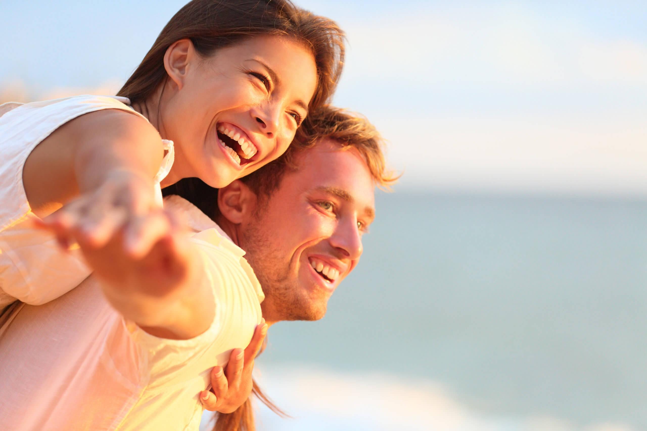 Beach,Couple,Laughing,In,Love,Romance,On,Travel,Honeymoon,Vacation